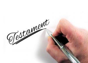 foto ondertekening testament ter illustratie nieuwe regels erfenissen en schenkingen